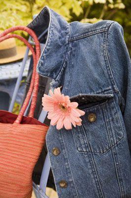 Bir jean ceket nasıl giyilir?   Hepimizin gardırobunda en az iki-üç çeşit jean ceket vardır. Peki bunlar en iyi hangi kombinasyonlarla şık durur? İşte seçenekler...